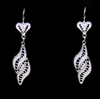 Curled Leaf Motif Silver Earrings
