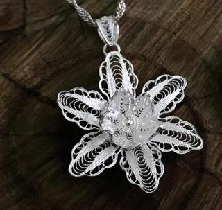 Lilly Motif Silver Necklace